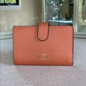 NWT❗️COACH Wallet in Coral/Peach /Orange Medium
